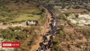 Coronavirus: South Africans in massive queues for food parcels