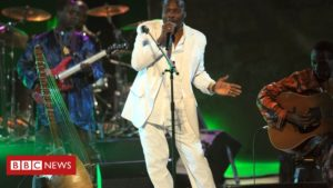 Mory Kanté: African music star dies aged 70
