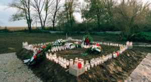 Rights expert urges greater protection for mass graves: proof of 'heinous events' |