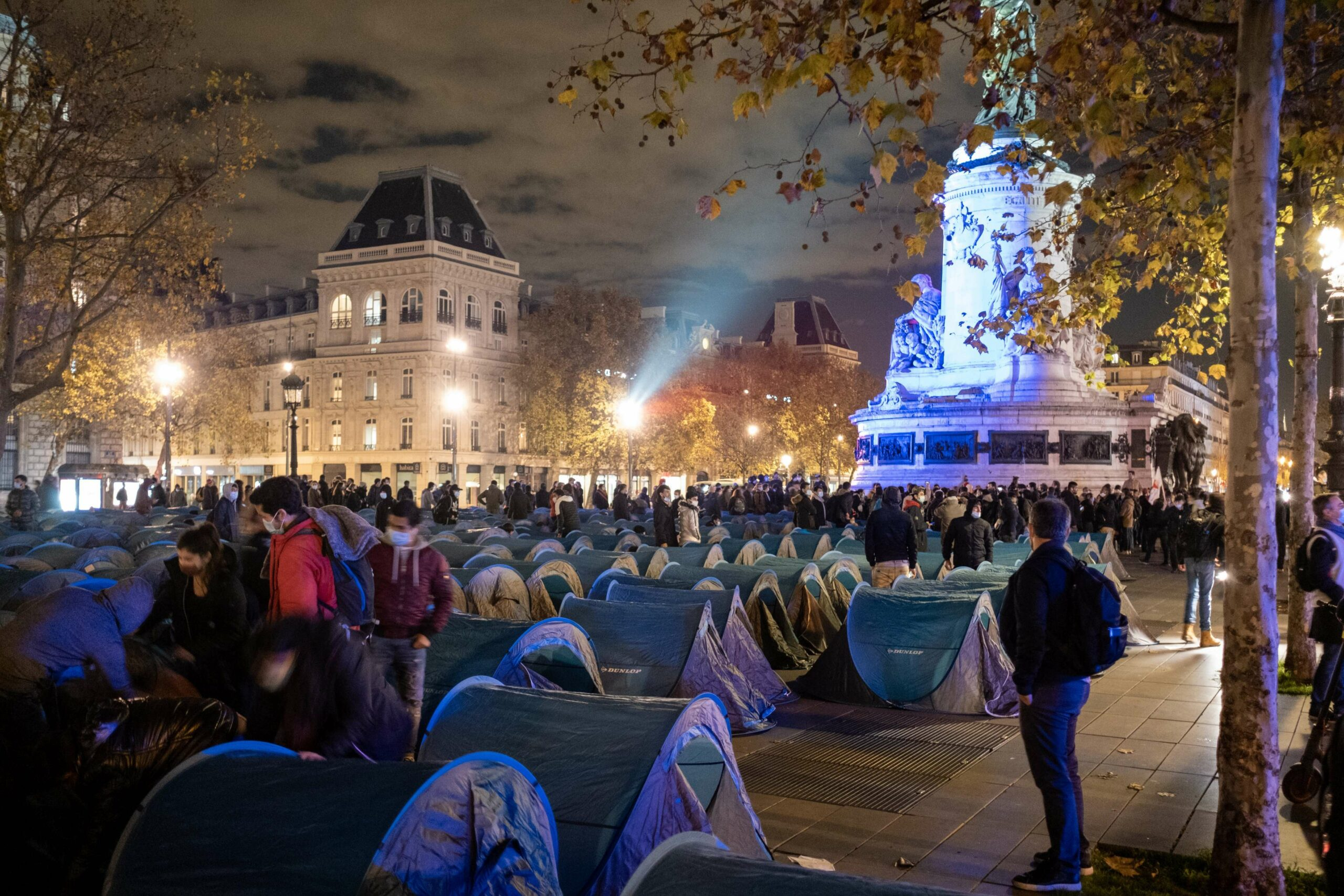 Paris Police Continue To Harass Homeless Migrants