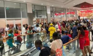 Primitive Behaviour by Customers at the New Douala Mall?