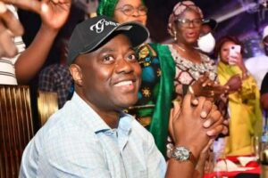 Oyo Governor, Makinde, Others Ignore COVID-19 Protocols At His 53rd Birthday Bash