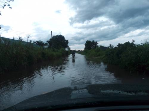 Read more about the article New N850million Road Awaiting Opening By Delta Governor, Okowa Impassable, Submerged By Rainwater
