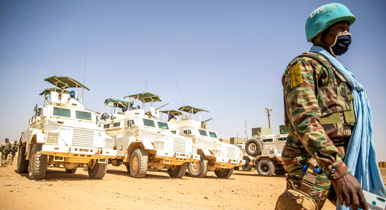 Read more about the article Mali: Military must 'scrupulously' respect human rights and free civilian leaders |